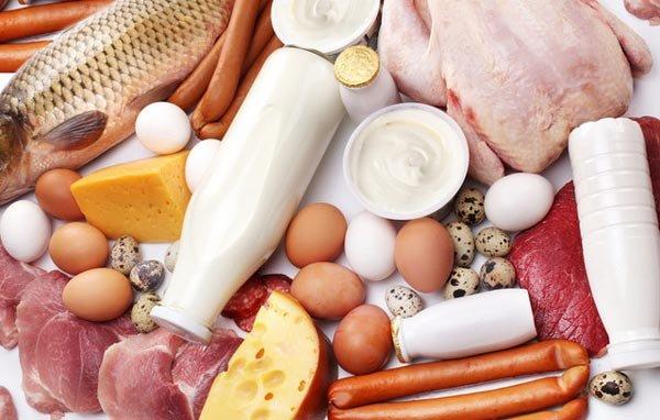 В каких продуктах питания содержится больше всего белков?