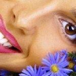 Как отбеливать зубы народными средствами?