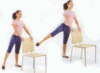 Упражнения для ног со стулом