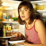 Почему вечером так невозможно хочется есть?
