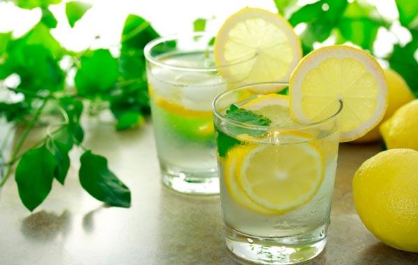 Теплая вода с лимоном