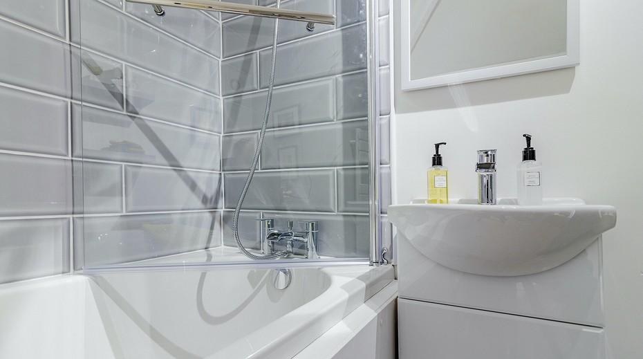 Какие материалы выбрать для ремонта в ванной комнате?