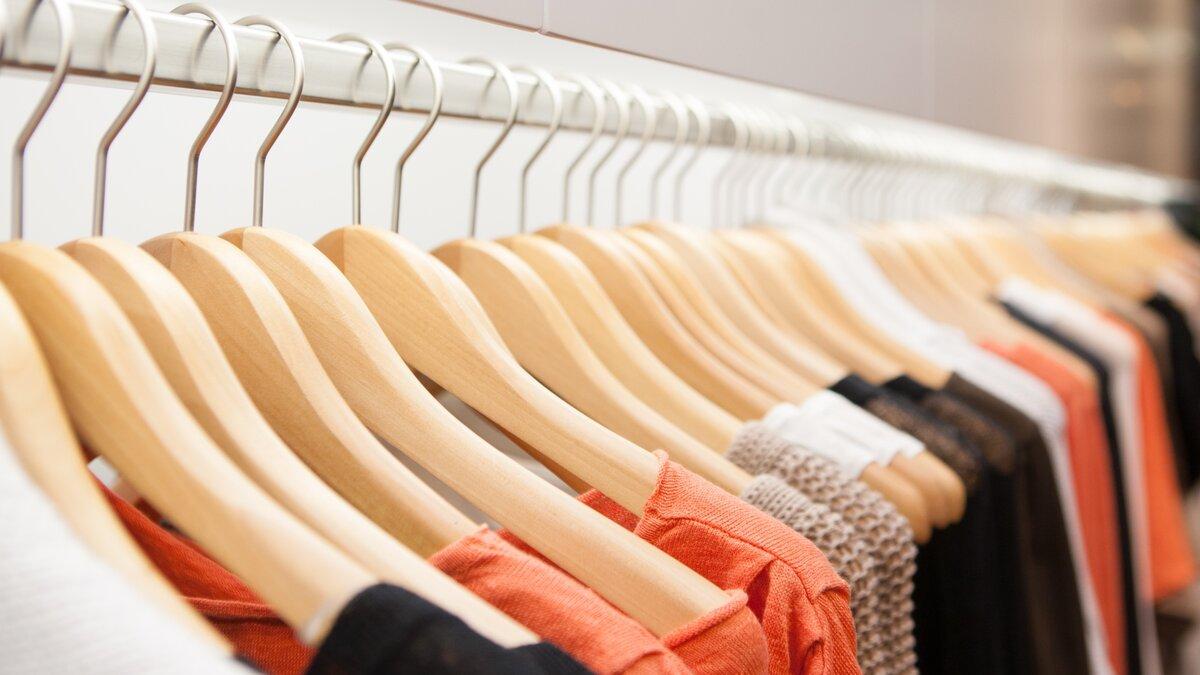 Как правильно выбрать плечики для одежды?